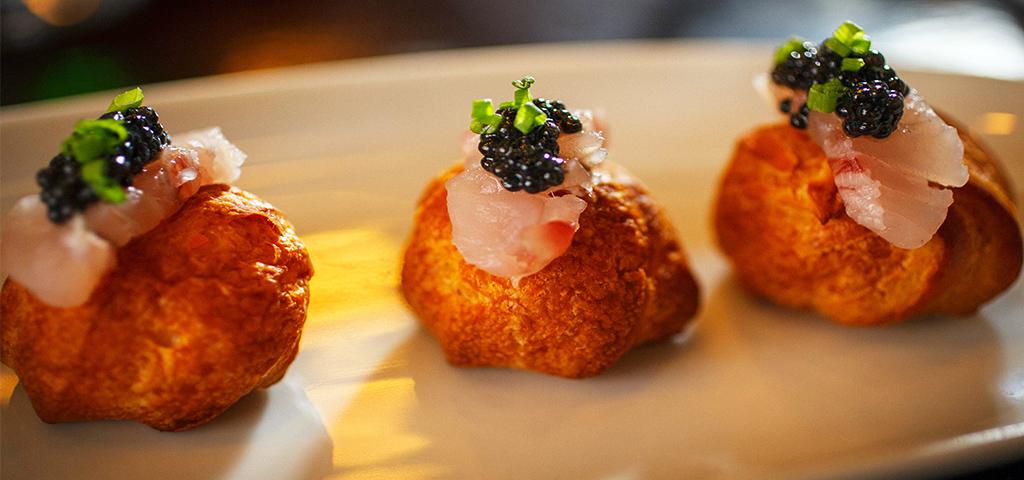 מנת פחזנית גבינה מעושנת עם קוויאר ומוסר ים כבוש במסעדת פופינה