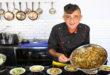 השף איתמר דוידוב מבשל ארוחה מקסיקנית (צילום: לירון אלמוג)